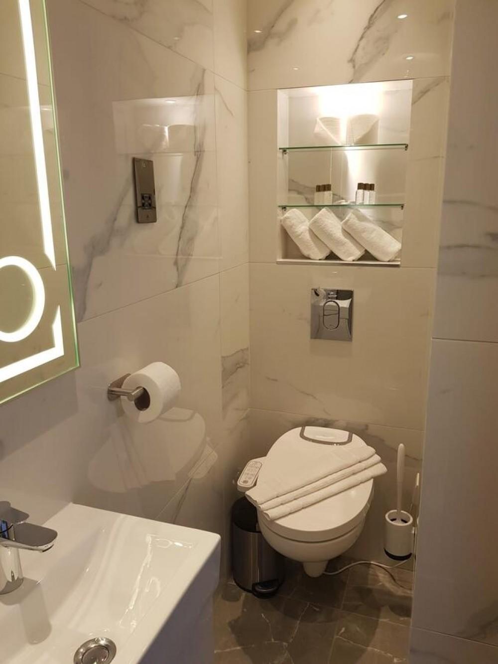 maro di'italia di800 piave shower toilet